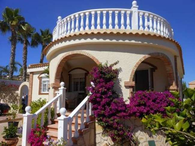 3 bed holiday villa with private pool and free WiFi near Alicante