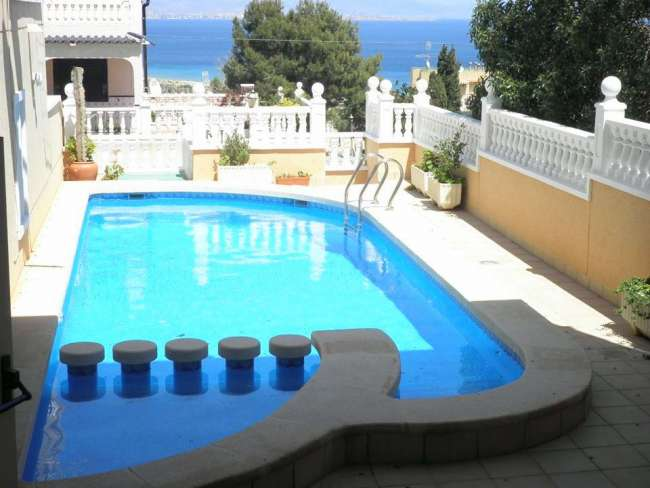 3 bed fully air-conditioned holiday villa in Gran Alacant with sea views and WiFi