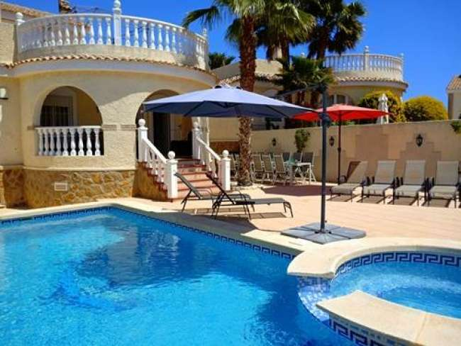 6 bed holiday villa with private pool and jacuzzi near Alicante sleeps 12