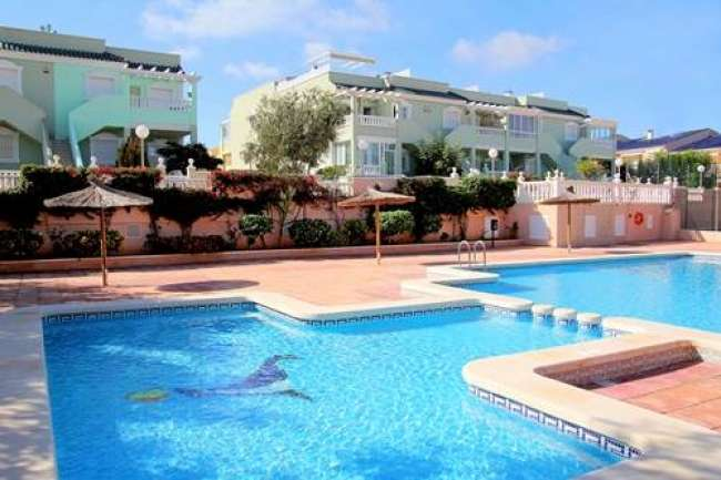 2 bed holiday apartment with WiFi and air-con in Mediterraneo 3