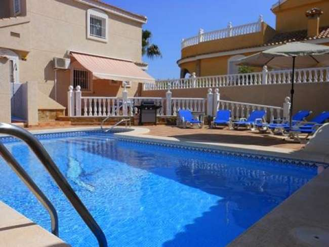 Beautiful 3 bedroom fully air-conditioned villa with private pool and WiFi in Gran Alacant