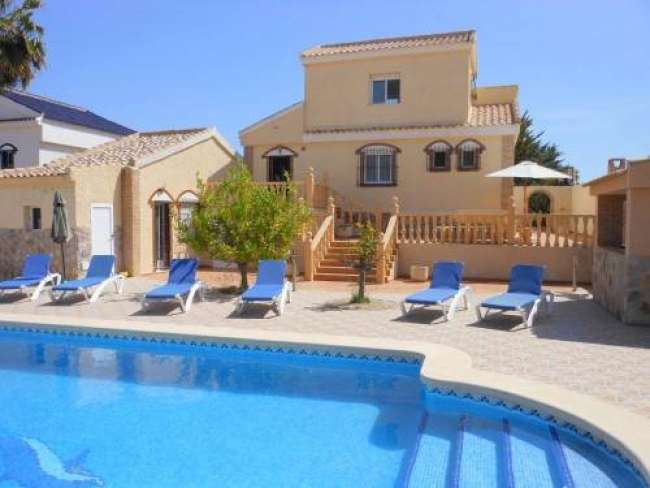 Stunning 3 bedroom fully air-conditioned villa with private pool and WiFi in Gran Alacant