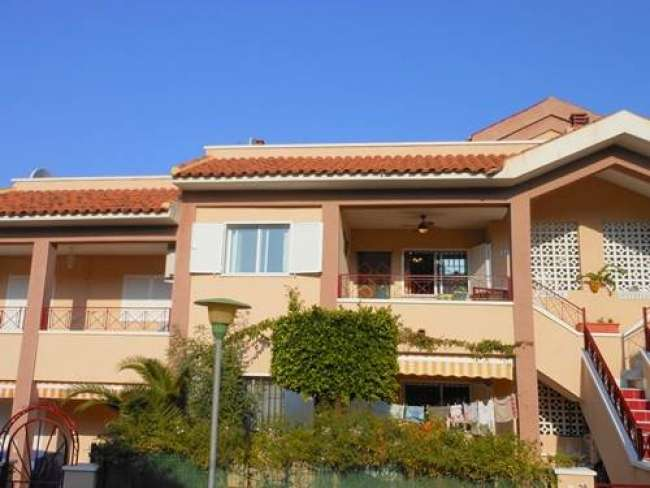 Lovely 2 bed fully air-conditioned apartment with WiFi near Carabassi beach