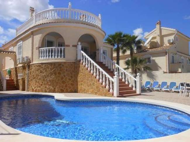 Luxury 5 bedroom 4 bathroom fully air-conditioned villa with private pool