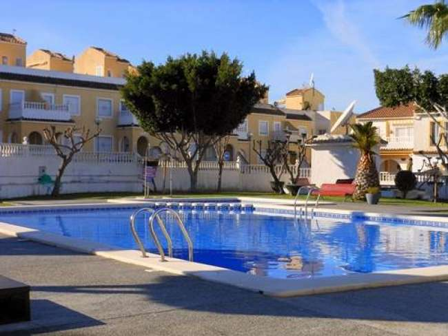 2 bed fully air-conditioned villa opposite communal pool and free WiFi