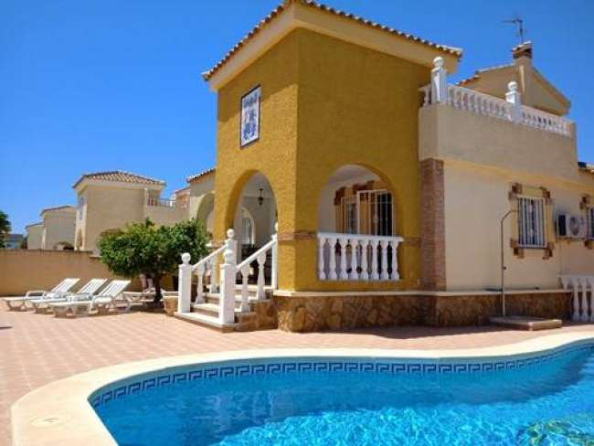 3 bedroom fully air-conditioned villa with private pool and free WiFi near Alicante