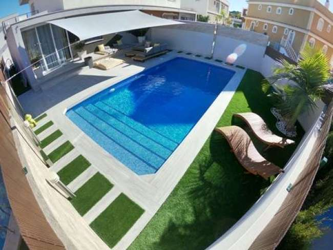 Very modern and stylish 3 bedroom villa with air conditioning private pool and free Wifi