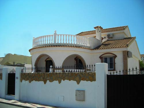 3 bed villa with private pool air-con and WiFi in Gran Alacant